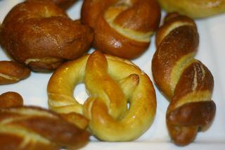 Making Pretzels 010